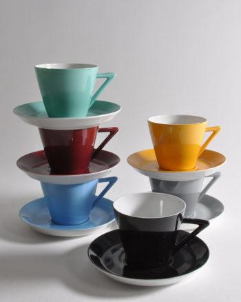 6-verschiedenfarbige-tassen-winterling-retro-stil-gestapelt