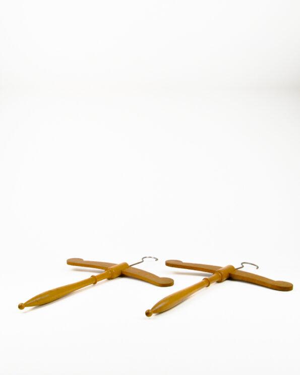 Kleiderbügel Paar antik sakral liegend