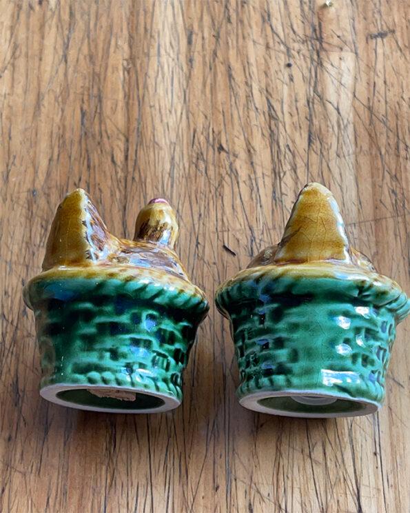 Salz- und Pfefferstreuer Hühner Paar Keramik liegend