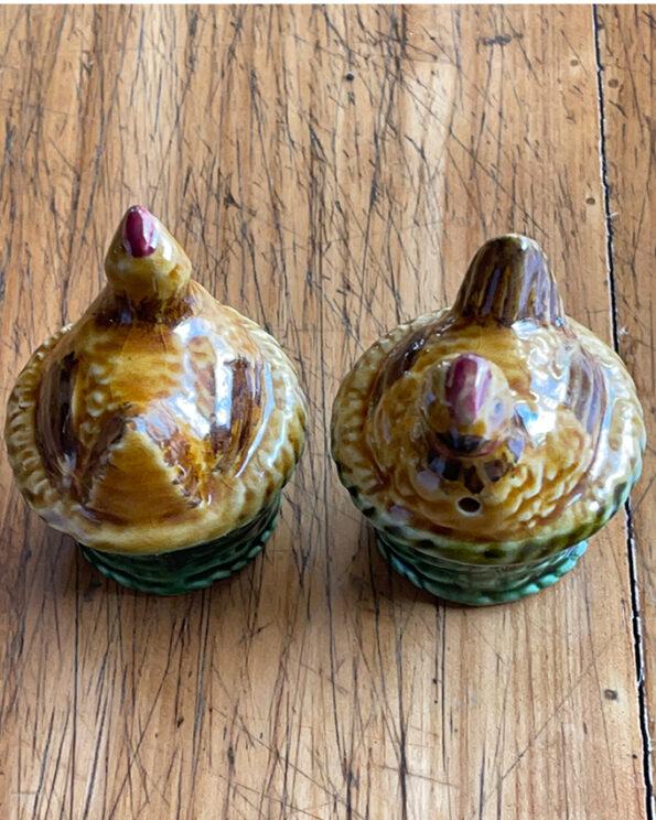 Salz- und Pfefferstreuer Hühner Paar Keramik Obersicht