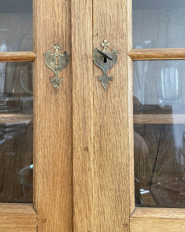 Antiker Aufsatz-Sekretär mit Glasvitrine 1760 Eiche Beschläge